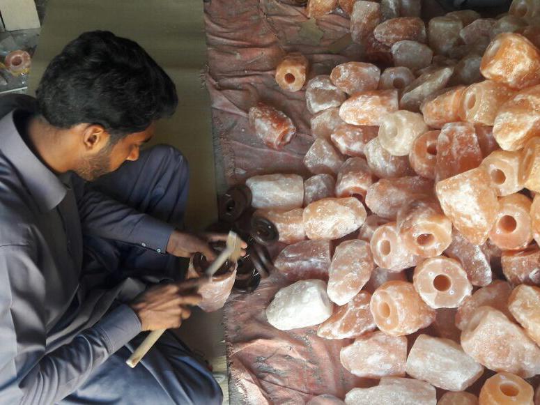 Salzlampen Produktion Nachbearbeitung
