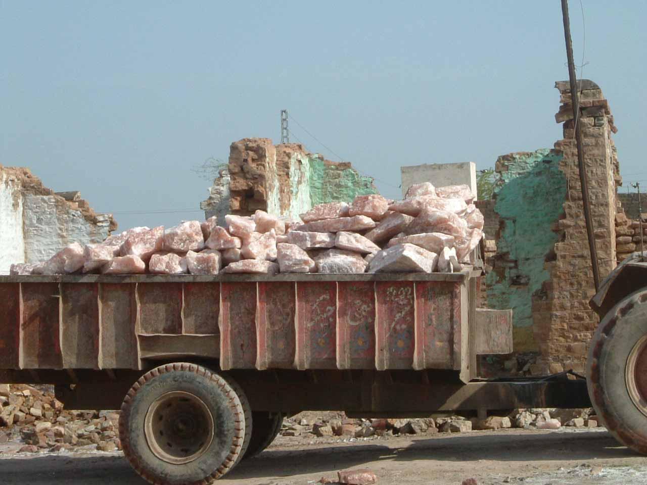 Transport und Beladung der LKW's aus der Mine